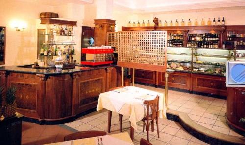 Al ticino s a s arredo ristoranti e bar pavia pavia for Arredamento ristorante prezzi