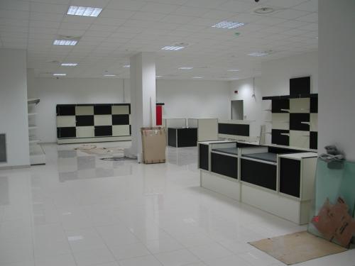 Frabe arredamenti per negozi arredo negozi e supermercati for Negozi arredamento padova