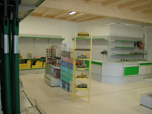 Frabe arredamenti per negozi arredo negozi e supermercati for Bertani arredamenti